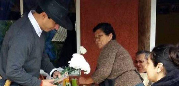 PRIMERA AUTORIDAD COMUNAL CELEBRA EL DIA DE LA MADRE EN TERRENO